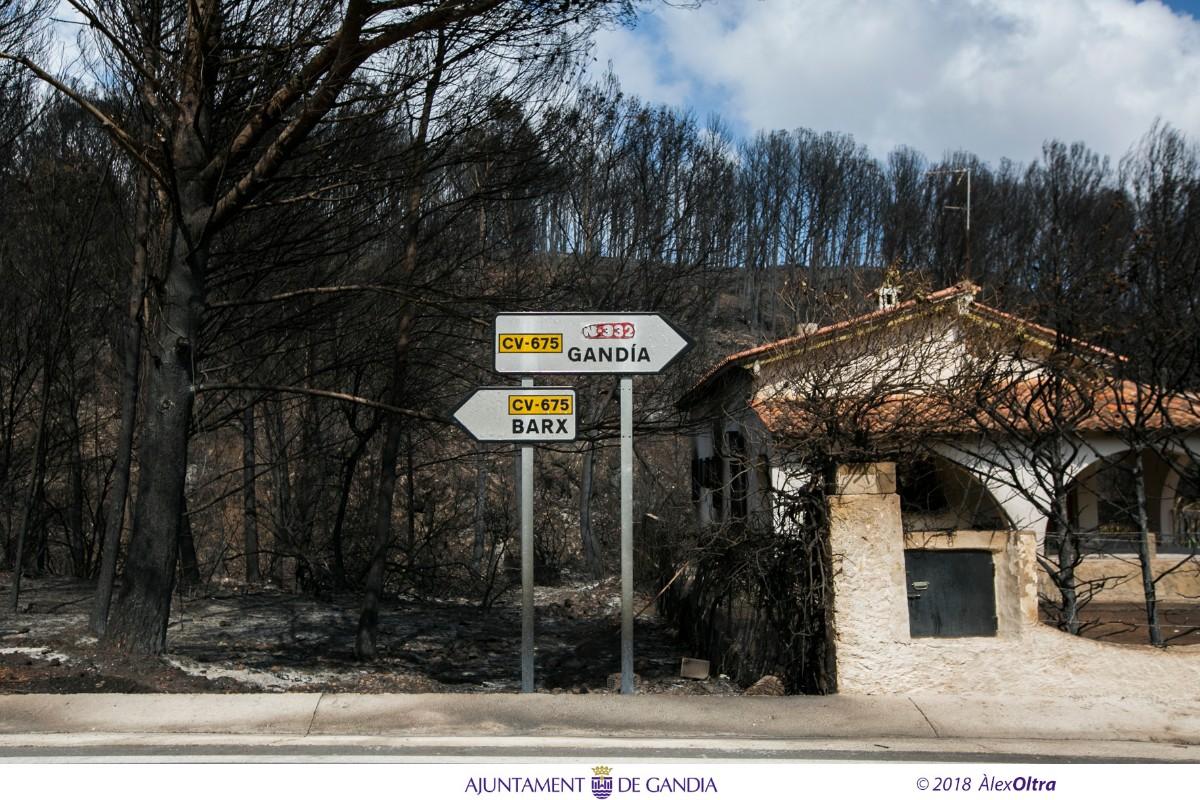 Gandia posa en marxa tres punts d'atenció per informar els afectats per l'incendi