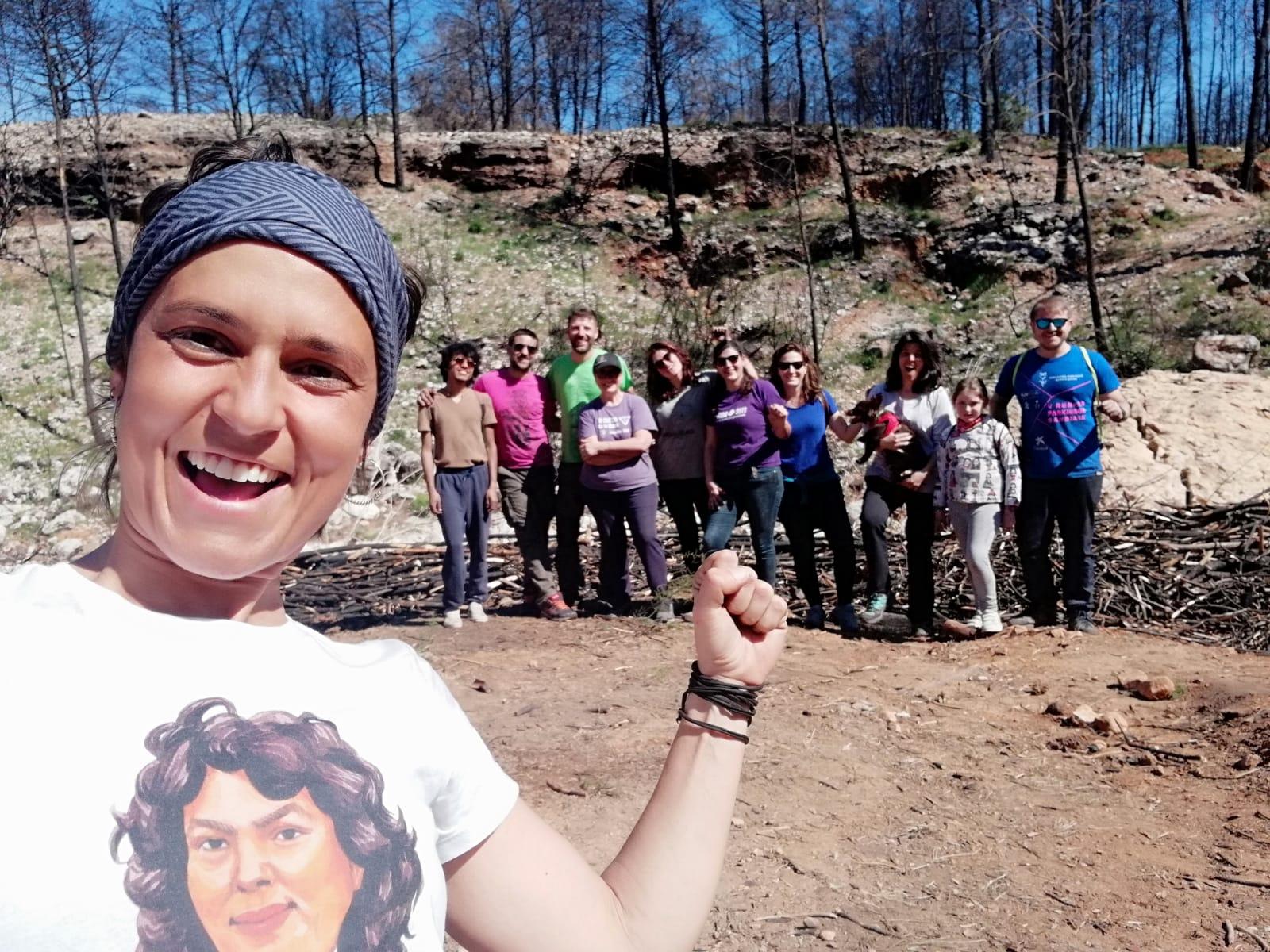 Acabem unes feixines, amb la gent de Xeración i 'El Rincón de la Mascota'